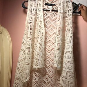 Sweaters - cream diamond patterned sleeveless cardigan